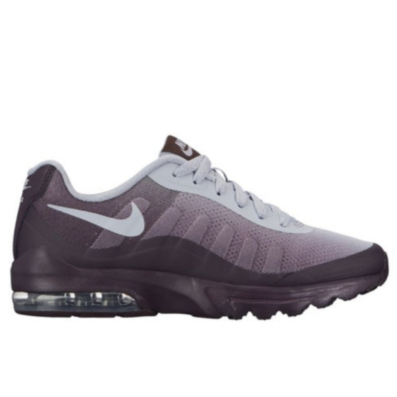 nike tank top vintage, Nike Air Max Invigor Sneaker